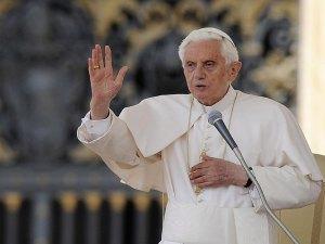 """Benedicto XVI lleva """"desde hace tiempo"""" un marcapasos"""