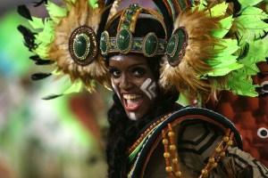 Lujo y color en el cierre del carnaval de Brasil (Video)