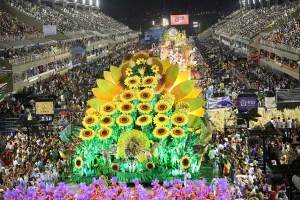 El carnaval de Río entra en recta final con último desfile en el sambódromo (Fotos)