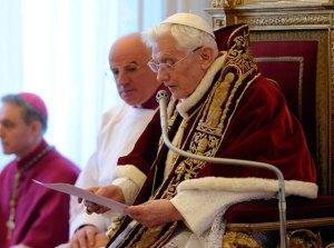 """La renuncia del Papa no es para """"eludir responsabilidades"""", dice el Vaticano"""