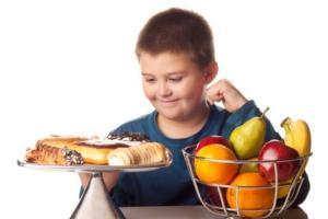 Informe de la ONU muestra preocupación por sobrepeso en menores a causa de comida chatarra