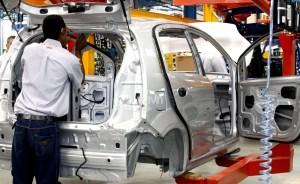 Sector privado solo ha ensamblado 321 carros en 2019
