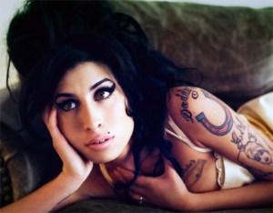 Drogas, ausencias y relaciones tóxicas: Amy Winehouse, la artista que dejó la vida en cada canción