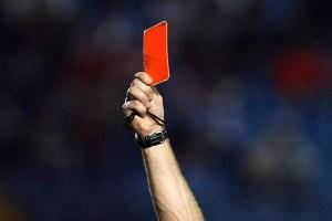 Tarjeta roja por papasito… El árbitro rikiquito que sacó suspiros en el Uruguay – Ecuador