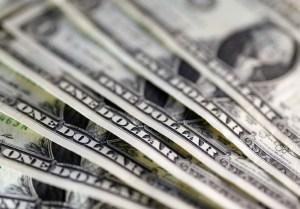Bonos de la deuda repuntan tras desafío de la oposición a Maduro