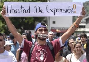 Al menos 34 periodistas han sido agredidos por organismos del régimen durante la cuarentena, aseguró el CNP