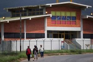 En los calabozos de Venezuela abundan las armas de guerra: Salen de los cuarteles hacia las cárceles