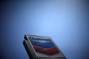 La administración de Trump está dividida sobre renovar la licencia de Chevron en Venezuela