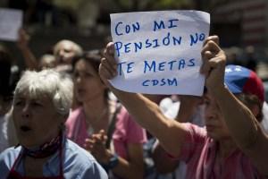 Depositaron la pensión… Pronto será menos de un dólar