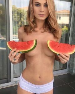 Hermosas nudistas que no conocías presenta: Anastasiia una catirita muy coqueta (FOTOS)