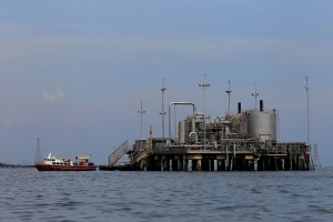 Panorama para el petróleo se debilita a pesar de sanciones y tensiones globales