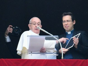 El Papa invita a los jóvenes a descargar la aplicación Click to Pray y rezar por su viaje a Panamá
