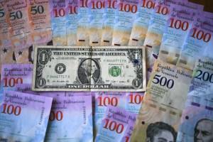 Una nube de dólares para sobrevivir a la hiperinflación venezolana