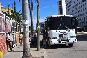 Robo frustrado en un transporte público deja un muerto, un aprehendido y una niña herida