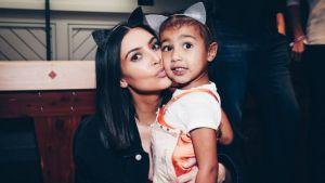 Hija de Kim Kardashian tiene su primer auto con un año de edad