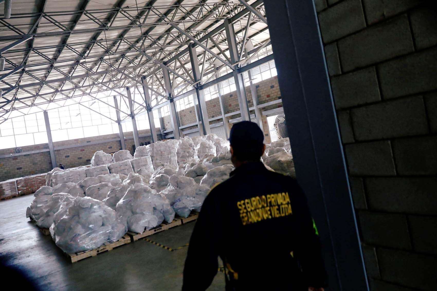 Aviones militares de Estados Unidos llevarán más ayuda a la frontera de Venezuela