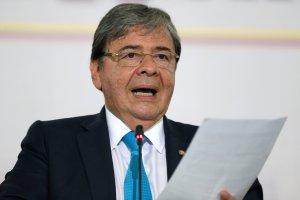 """Holmes Trujillo rechaza las calumnias de Maduro contra Uribe sobre otro """"atentado"""""""