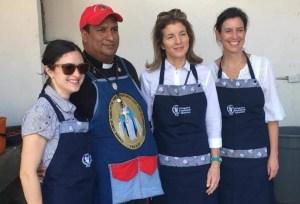 Hija de expresidente JF Kennedy sirve almuerzos a refugiados venezolanos en Cúcuta (FOTOS)