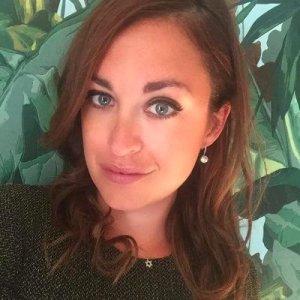 Periodista sueca denuncia que estaría siendo deportada por el régimen de Maduro en Maiquetía