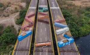 Denuncian que barricadas chavistas en el puente de Tienditas comienza a ocasionar daños (VIDEO)