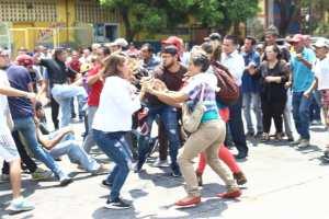 EN FOTOS: Así fue el enfrentamiento entre colectivos y trabajadores del Hospital Central de Barquisimeto #17Mar