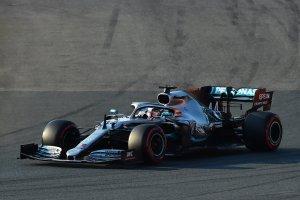"""Hamilton y Mercedes logran la """"pole"""" en el GP de Australia de Fórmula Uno"""