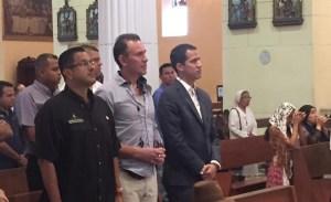EN VIDEO: Guaidó asiste a misa en la Catedral de Valencia