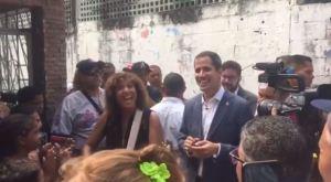 Así cantó Guaidó junto a la artista Rosana Arbelo durante su visita en La Guaira (VIDEO)