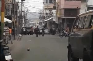 Enfrentamiento entre buhoneros y la policía causó revuelo en Trujillo (Video)