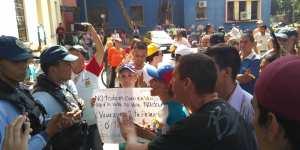 Protestan en el Hospital Central de Barquisimeto tras llegada de la comisión de la ONU #16Mar (Video)
