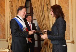 Representante de Guaidó entrega cartas credenciales a presidente de Panamá (Fotos y Video)
