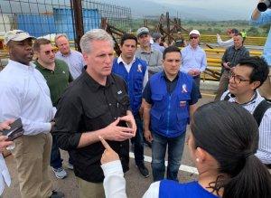 LA FOTO: Momento en el que congresistas de EEUU pisaron suelo venezolano