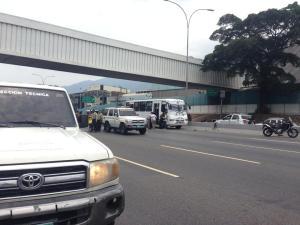 Un antisocial y una pasajera murieron tras un atraco adentro de un colectivo en Los Cortijos