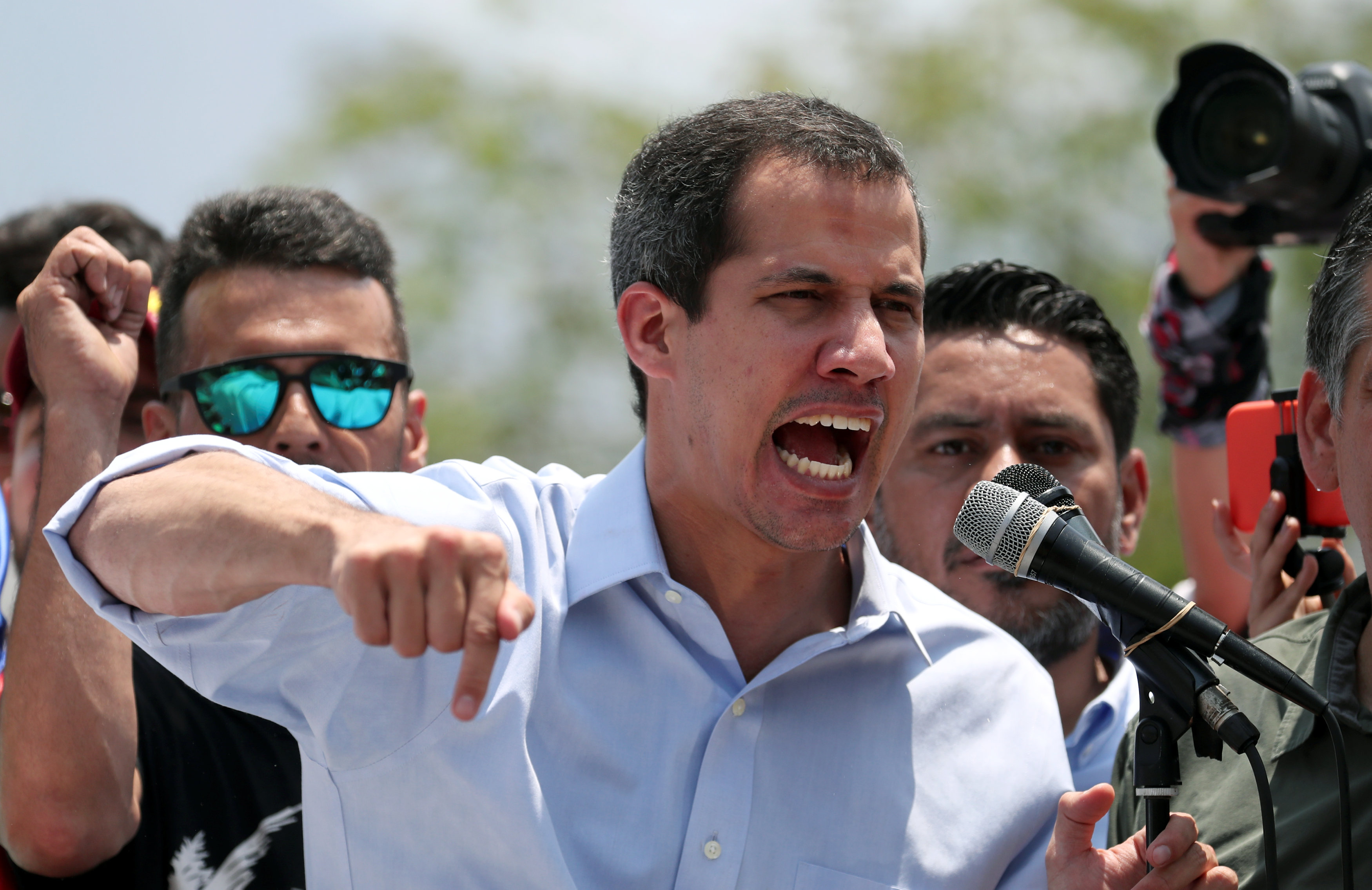 """Se van a hundir con el dictador"": El DURO mensaje que le envió Guaidó a la FAN"