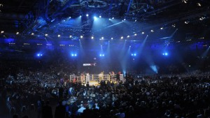VIDEO: Dos boxeadores protagonizan un 'nocaut doble' al golpearse y caer al mismo tiempo