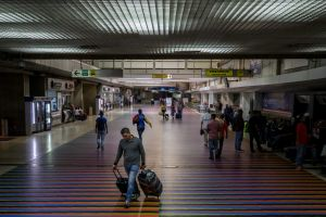 Maduro usa las tasas aeroportuarias para burlar las sanciones de EEUU