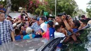 """Con gritos de """"Libertad"""" reciben a Juan Guaidó en la Basílica Santa Rosa de Barquisimeto #26May (VIDEO)"""