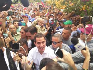 ¡Sí se puede! Guaidó llega a la Avenida Bracamonte rodeado de un mar de larenses (VIDEO)