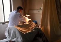 ¡La peor borrachera! Un chino salió con los panas y al despertar ya no tenía su pene
