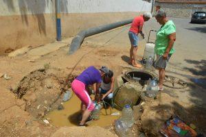 Vecinos de Pariata y Maiquetía llevan un año sin agua