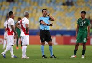 Roddy Zambrano dirigirá Brasil-Argentina en semifinal Copa América