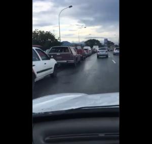 "Persisten cola de gasolina en Carabobo, pese a que Lacava dijo que todo estaba ""resuelto"""
