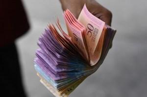 La inflación cede pero el alivio no llega a los bolsillos de los venezolanos