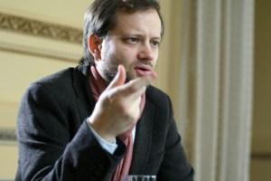 """Axel Kaiser: """"En política llega cualquier payaso y dice barbaridades"""""""