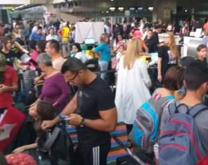 El Aeropuerto Internacional de Maiquetía trabaja a media máquina tras mega apagón rojo #23Jul (video)