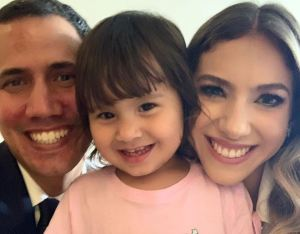 La ternura de Miranda junto a sus padres cautiva corazones (Foto + Cara picarona)