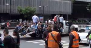 #EscombrosDeMaduro: A lo que tuvieron que optar los caraqueños para regresar a casa este #22Jul (Video)