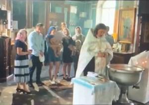 Otra vez… Bautizo de Iglesia ortodoxa termina en escándalo y policía (video)