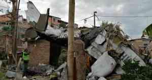 Al menos siete muertos tras la caída de una avioneta en barrio de Colombia (Video)