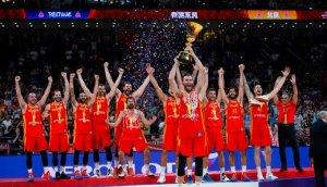 Deportistas españoles se rinden al título mundial de la selección de baloncesto
